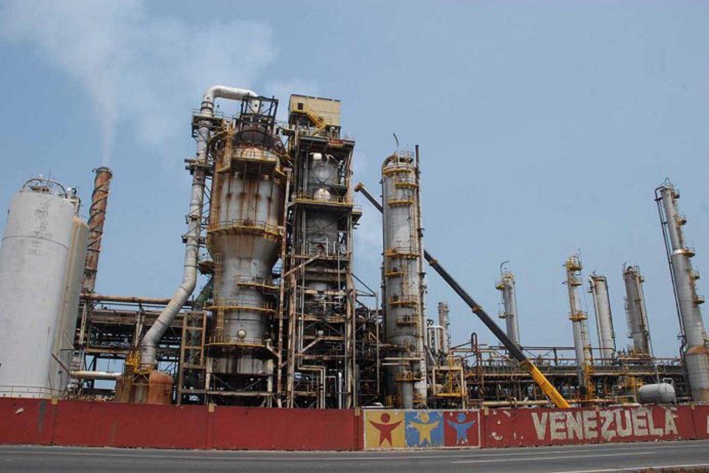 Organismos que cuidan el ambiente en Bonaire alertaron acerca de la falta de mantenimiento de los tanques que Pdvsa mantiene en un terminal petrolero de la isla