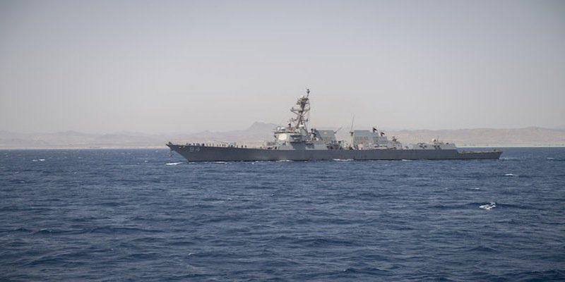el destructor de misiles guiados clase Arleigh Burke de la Armada de los EE.UU. USS Nitze (DDG 94) operaba pacíficamente en el Mar Caribe