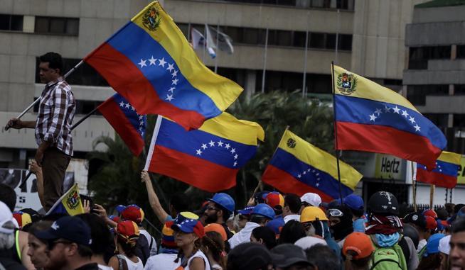 Banderas-Venezuela-democracia-