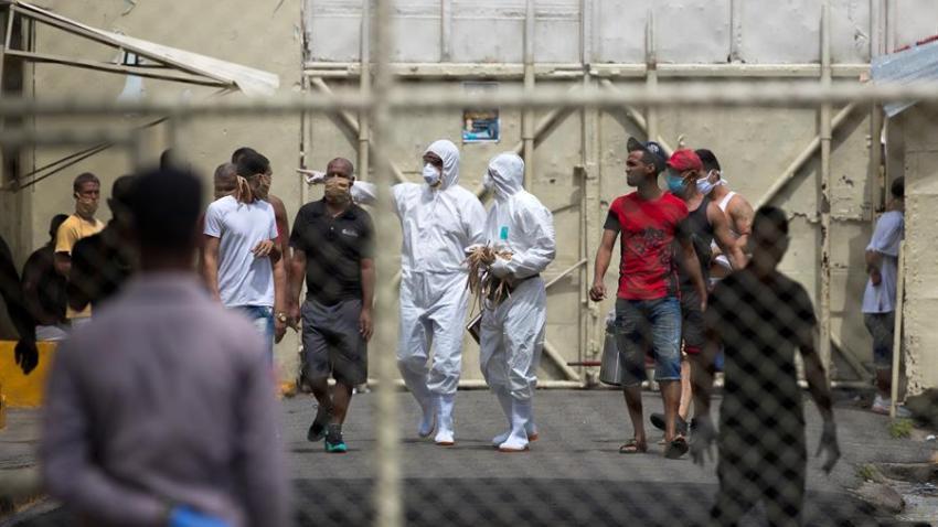 La cantidad de ciudadanos que aún permanecen detenidos por asuntos migratorios en centros de ICE descendió a 358.
