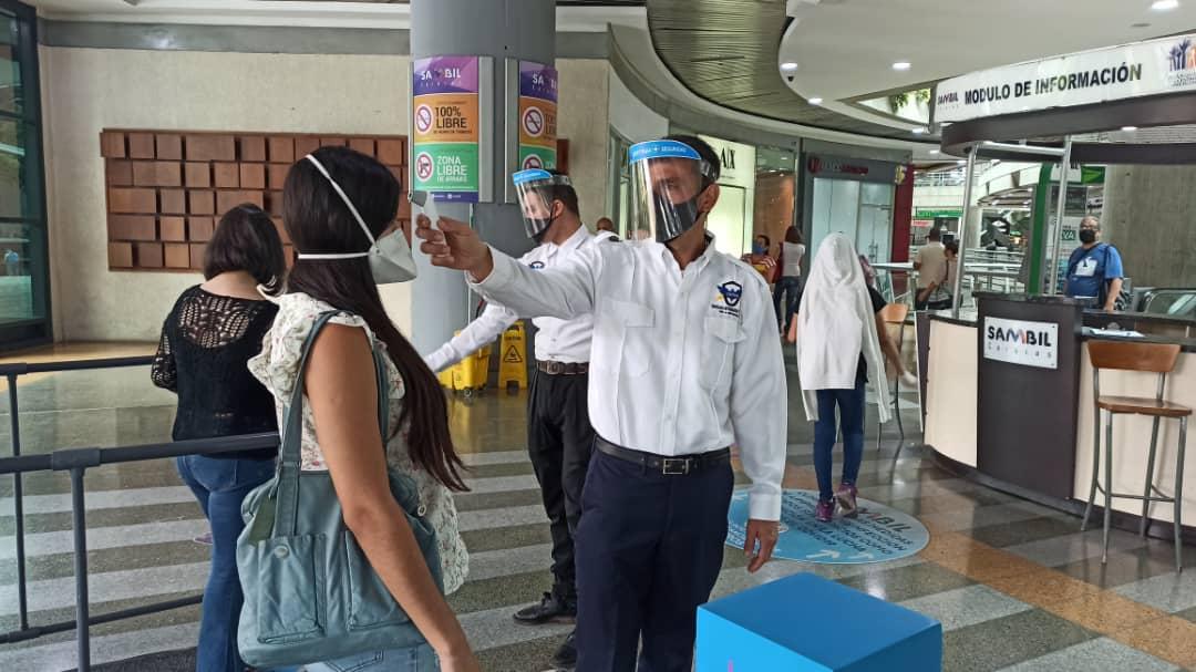 Centros comerciales abren sus puertas en medio de la flexibilización