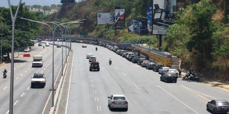 colas-caos-Caracas-gasolina