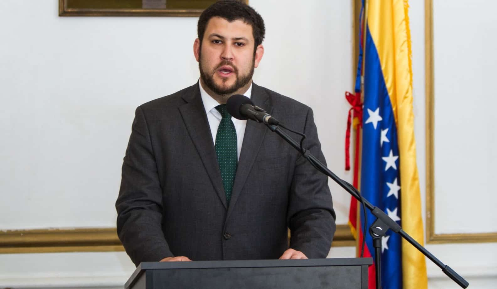David Smolansky alertó que el régimen iraní ha admitido que tiene millones de contagiados por COVID-19, mientras llegan a Venezuela vuelos y barcos procedentes de ese país