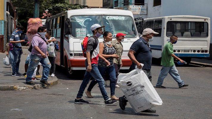 Hugo Ocando, presidente de Transporte Unido por Venezuela, alertó que el sector no tiene los recursos para cumplir con las medidas de bioseguridad para evitar contagios de COVID-19. Esto, tras el anuncio del régimen de la reanudación de las rutas interurbanas y urbanas.