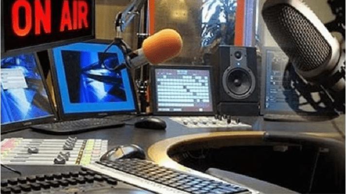 El presidente de la Cámara Venezolana de la Industria de la Radiodifusión , Óscar Morón, aseguró la industria pasa por su peor momento. Denunció que la baja en las pautas publicitarias para el sector es de más de 90%.