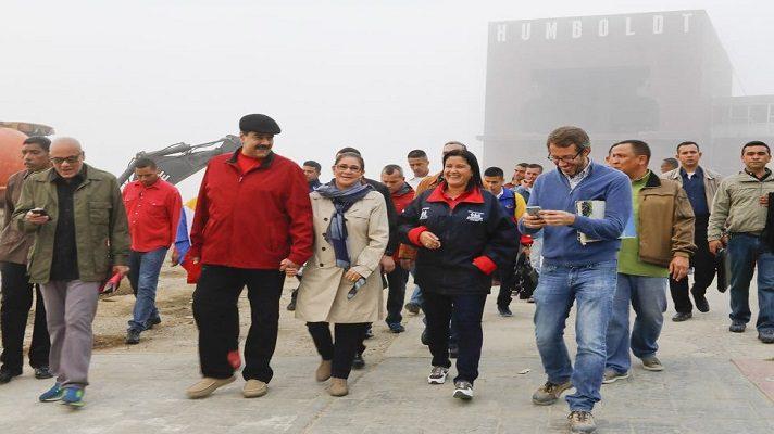 Si algo abunda en la Venezuela del madurismo son los dólares, los bodegones y hasta los casinos donde corre el odiado billete verde. Así lo asegura la periodista Sebastiana Barráez, en su blog, donde denuncia que Nicolás Maduro puso a funcionar el casino del hotel Humboldt.