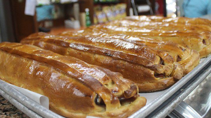 Diez dólares es lo que debería costar el pan de jamón, para la cena de Navidad de este 2020. Así lo considera el presidente de Federación Nacional de Trabajadores de la Industria de la Harina (Fetraharina), Juan Crespo.