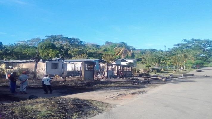 La explosión de gas ocurrida el 28 de diciembre en el caserío Caño de Los Becerros, municipio Piar, que hasta la fecha ha cobrado la vida de cinco personas, habría sido causada por la imprudencia de algún vecinos de la zona que lanzó una colilla de cigarro cerca de los cilindros.
