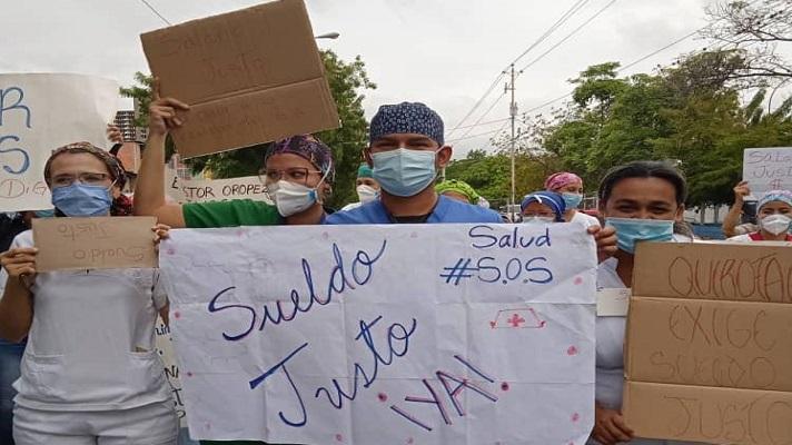 Por tercera vez enfermeras del hospital dependiente del Seguro Social, Pastor Oropeza, protestan con el fin de visibilizar la crisis que tienen por la falta de salarios.