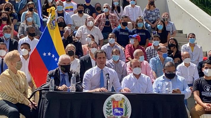 El dirigente opositor Juan Guaidó, aseguró este miércoles que las soluciones parta la crisis del país no vendrán solas. Desde la Plaza de Los Palos Grandes, en el este de Caracas, Guaidó ratificó la importancia de la presión internacional para la salida de Nicolás Maduro.