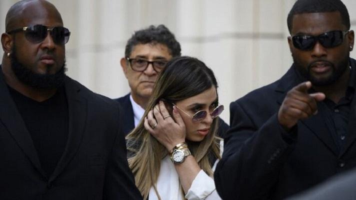 Una jueza federal de Estados Unidos ordenó este martes mantener detenida temporalmente la esposa del Chapo Guzman, Emma Coronel Aispuro