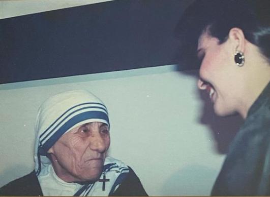 Uno de los privilegios que le dio el Miss Universo a Bárbara Palacios fue conocer a la Madre Teresa. Foto: Instagram