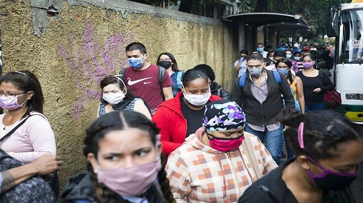 Hasta ahora, las cifras oficiales de los casos de COVID 19 en Venezuela siguen siendo sospechosamente bajas. Pero, hay señales de alarma que dicen que los contagios van a aumentar, asegura una nota de la agencia Bloomberg
