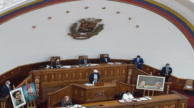 La Asamblea Nacional madurista aprobó acoplarse al sistema 7+7 para prevenir contagios de COVID-19. Jorge Rodríguez, presidente de la instancia propuso las sesiones se realicen los días martes y jueves durante la semana de flexibilización. Mientras que en la cuarentena radical se desarrollará el parlamentarismo en las regiones.