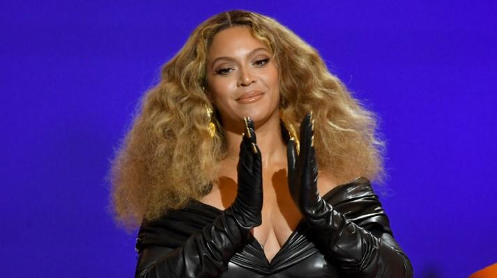 Le roban más de 1 millón de dólares a Beyoncé