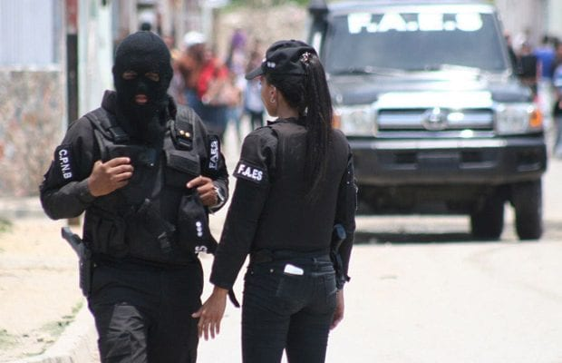 delincuentes-lanzan-granada-vivienda-funcionaria-Faes