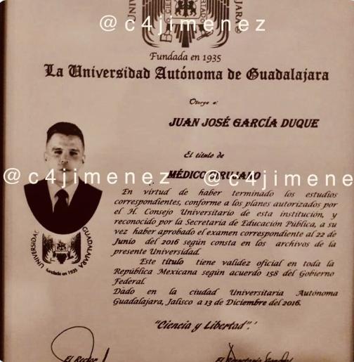 El falso título de médico Duque en México. Foto Twitter