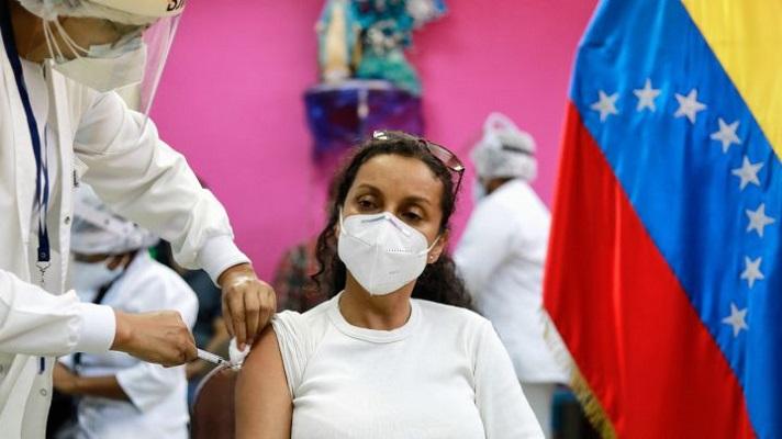 La ONG Amnistía Internacional instó a aplicar un programa masivo de vacunación contra la COVID-19 en Venezuela. Recomendó que hasta finales del año se deben aplicar casi 160 dosis diarias para lograr la llamada