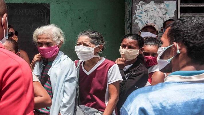 Ser jubilados y pensionados en la Venezuela de la crisis y la pandemia, definitivamente, no es nada fácil. Miles de ancianos en el país se han quedado solos a causa de la migración y se han visto obligados a trabajar.