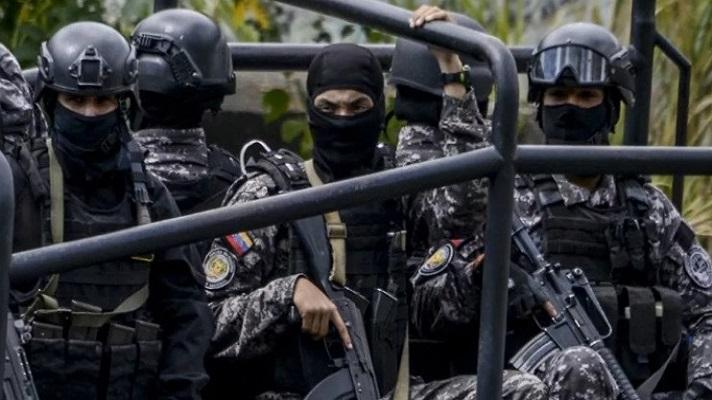 """La Fuerza de Acciones Especiales (FAES) de la Policía Nacional Bolivariana han sido catalogadas como """"grupos de exterminio"""". Así lo determinó la Oficina de la Alta Comisionada de Naciones Unidas para los Derechos Humanos. También la Comisión Interamericana de Derechos Humanos (CIDH). Pero ¿Cuál es la función de este cuerpo represivo en el conflicto armado en Apure?"""