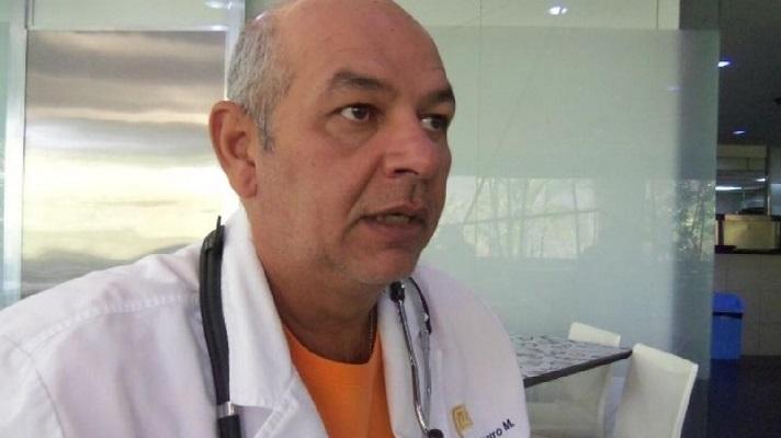 El médico infectólogo Julio Castro alertó que el costo de no traer las vacunas contra la COVID-19