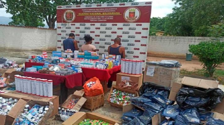 negocio-clandestino-capturan-a-dos-hombres-y-una-mujer-con-24-bultos-de-medicamentos-colombianos