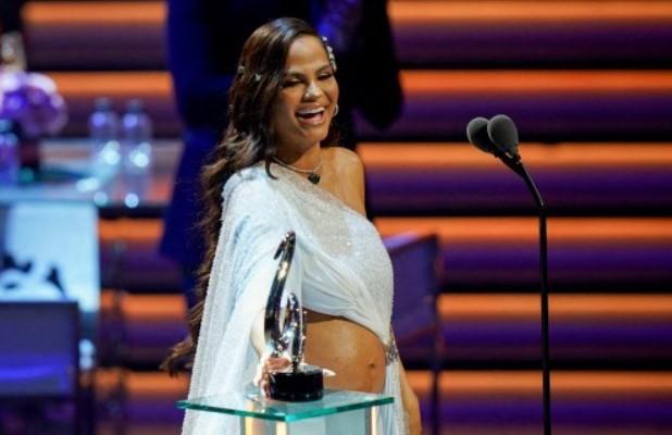 Natti Natasha será madre de una niña