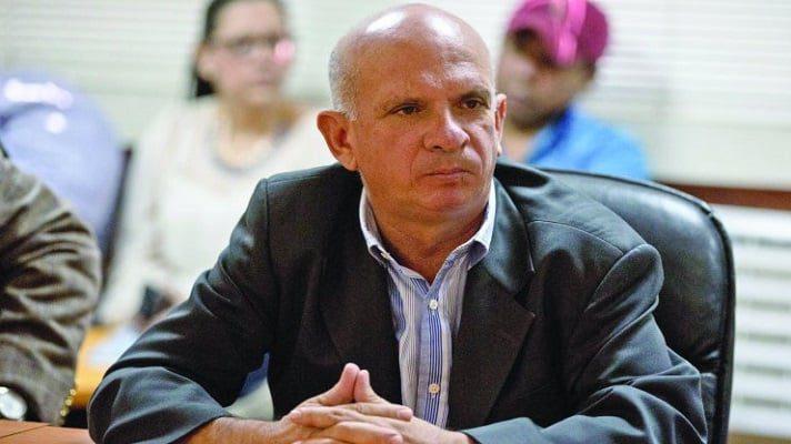 El general retirado Hugo Armando Carvajal, alias El Pollo, reapareció. A través de su cuenta en Twitter, denunció