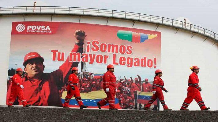 Nicolás Maduro intenta recuperar los niveles de producción de petróleo previos a la llegada de Hugo Chávez al poder. Un documento redactado por Pdvsa para este propósito se filtró a los medios y el mismo establece el otorgamiento de concesiones a empresas privadas nacionales e internacionales.