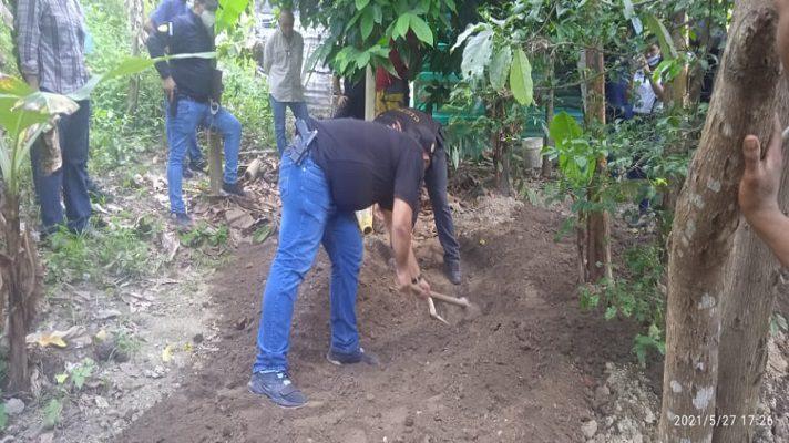 Un compartir con tragos entre amigos terminó de manera trágica en una parcela el sector La Yaguara, municipio Brion del estado Miranda, justo entre los límites con Chuspa, en Vargas, donde fue localizado enterrado el cadáver de un joven.