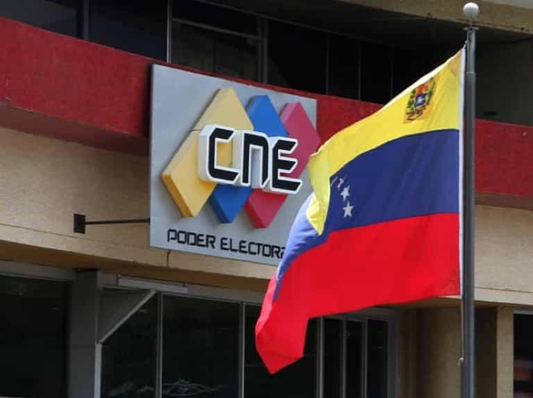 La rectora del Consejo Nacional Electoral (CNE), Tania D'Amelio, recordó las condiciones para la postulación de candidatos y recordó que los dirigentes políticos inhabilitados no pueden ser abanderados para las regionales del 21 de noviembre.