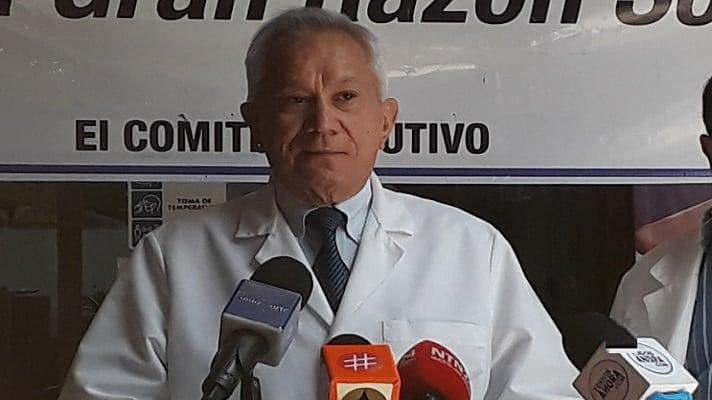 El presidente de la Federación Médica Venezolana, Douglas León Natera, desmintió al ministro de Salud, Carlos Alvarado sobre la vacunación. Lo hizo por que el funcionario afirma que su despacho ha vacunado contra la COVID-19