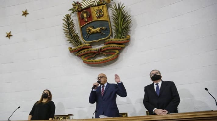 Este martes, la Asamblea Nacional chavista aprobó la proyección poblacional en Venezuela al 30 de noviembre de este año. Se trata de 33.192.835 personas, según cálculos del Instituto Nacional de Estadísticas. Esta es la base poblacional que debe usar el Consejo Nacional Electoral para planificar las megaelecciones del 21 de noviembre.