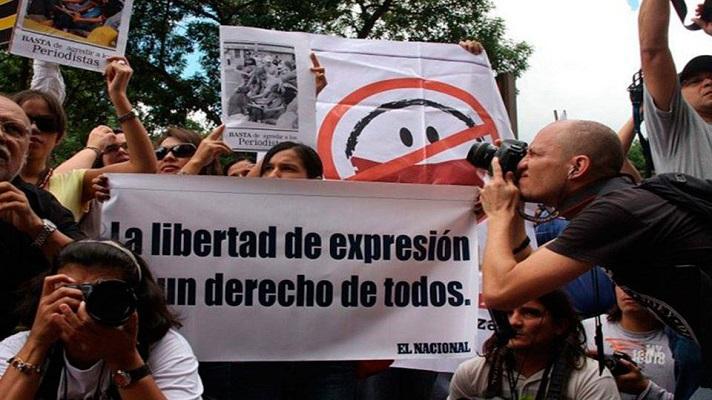 En el Día Mundial de la Libertad de Prensa, Venezuela no tiene mucho que celebrar. Al contrario. cada día aumentan las presiones, persecución, acoso y amenazas contra los comunicadores sociales y medios. Los corresponsales de medios internacionales también sufren por esta situación que hace su labor muy cuesta arriba.