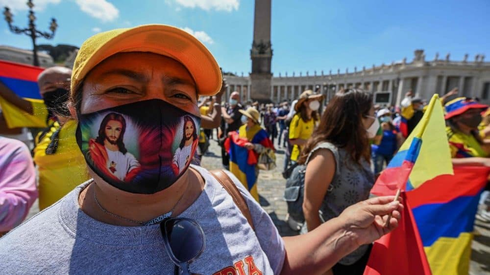 Papa y ovispos hacen llamado a fin del conflicto en Colombia