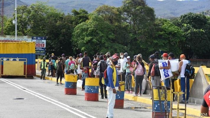 Venezolanos con doble nacionalidad pueden cruzar el puente Simón Bolívar para vacunarse