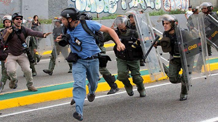 la-prensa-en-venezuela-entre-la-intimidacion-la-censura-las-detenciones-arbitrarias-y-las-agresiones-fisicas