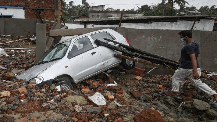 al-covid-19-se-suman-olas-y-fuertes-lluvias-al-menos-nueve-muertos-deja-el-ciclon-yaas-en-india-y-bangladesh