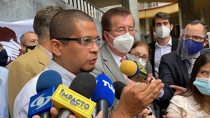 Opositores piden al CNE activar el referendo revocatorio contra Nicolás Maduro