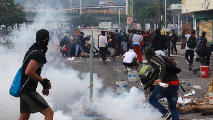 redes-sociales-encendidas-denuncian-que-esmad-ataco-a-mision-medica-que-auxiliaba-a-heridos-en-colombia