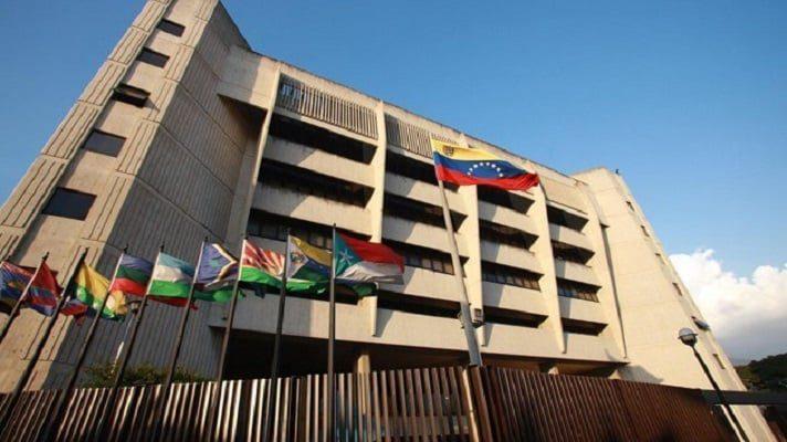 El Tribunal Supremo de Justicia (TSJ) de Nicolás Maduro, admitió el uso de divisas como moneda de cuenta o de pago para la firma de contratos.