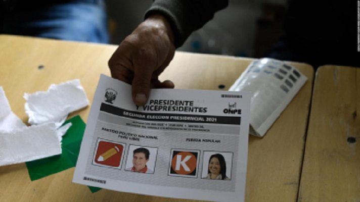 Perú cumplió este domingo una semana sin saber quién será su nuevo presidente. Mientras el izquierdista Pedro Castillo mantiene una ligera ventaja en el lento escrutinio y la derechista Keiko Fujimori insiste en denunciar