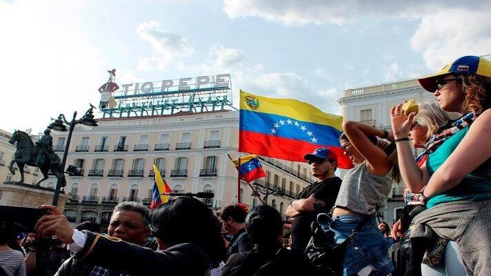 Pese a la pandemia y el cierre de fronteras, el año pasado arribaron a las costas de España de manera irregular más de 40.000 migrantes. De ellos 23.000 los hicieron a través de las Islas Canarias. Aunque hubo una baja en la llegada de migrantes a ese país, lo que sí aumento es el otorgamiento de permisos de residencia, principalmente a venezolanos.
