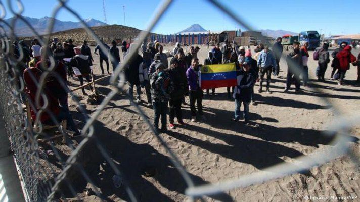 Carlos Millán, representante de Juan Guaidó en Chile, repudió la expulsión masiva de migrantes venezolanos.