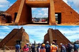 Antes y después de la pirámide en la Mesa de los Santos, estructura que colapsó y dejó 15 heridos