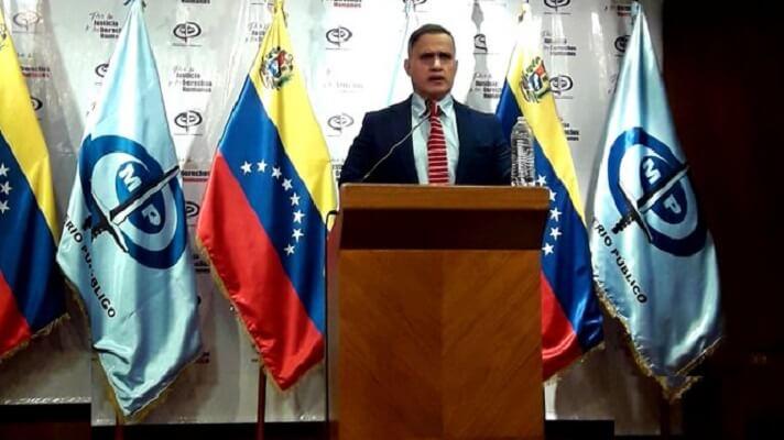 El Fiscal de Nicolás Maduro, Tarek William Saab, anunció la detención de tres exfiscales del Ministerio Público. Los detuvieron por extorsionar a una ganadera del estado Zulia.