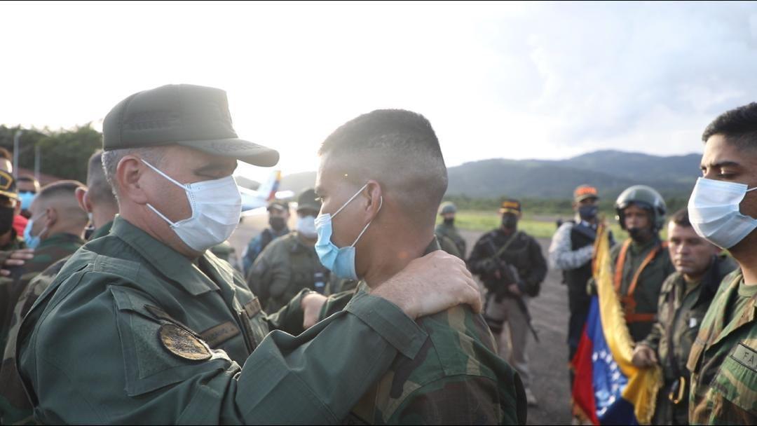 Vladimir Padrino López confirmó este lunes la liberación de parte de los militares secuestrados por las disidencias de las FARC en Apure. Lo hizo horas después de la que la ONG, Fundaredes dio a conocer la noticia.