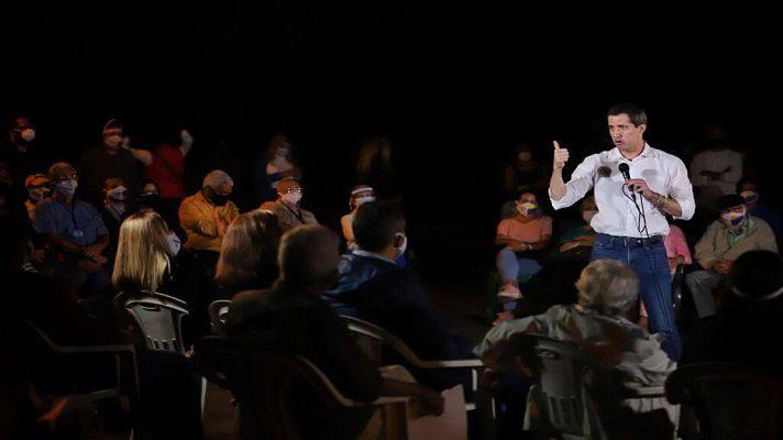 El líder opositor Juan Guaidó desestimó las acusaciones de Jorge Rodríguez, quien le acusó