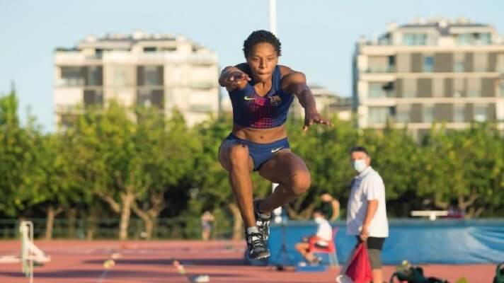 La venezolana Yulimar Rojas, doble campeona del mundo de triple salto, estableció este domingo un nuevo récord para Venezuela.