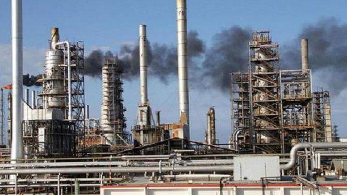 El problema de la escasez de gasolina en Venezuela está lejos de solucionarse. A tal punto que actualmente, de las seis refinerías que hay en el país, solo Cardón está produciendo de 40.000 a 50.000 barriles diarios de combustible.